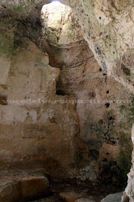 CURIOSITA' SULLE CASE GROTTA NELLE GRAVINE IN PUGLIA