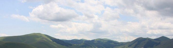 In moto sui Monti Sibillini per la fioritura delle lenticchie