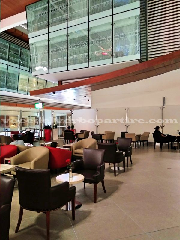 SCALO LUNGO ALL'AEROPORTO DI DUBAI IN LOUNGE MARHABA
